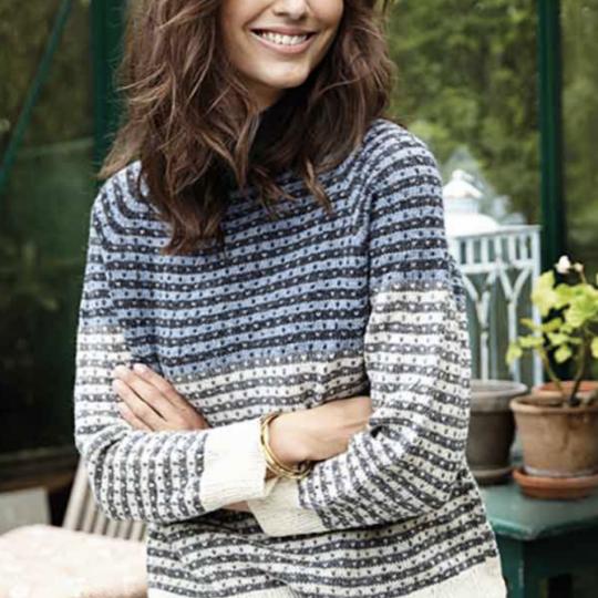 Strikket raglan sweater med mønster