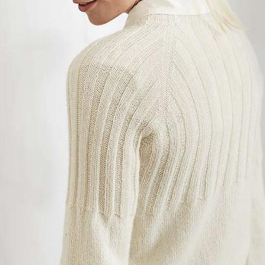 Strikket sweater med rib mønster
