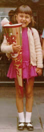 Wenn es richtig festlich wurde, griff meine Mutter tief in die Farbkiste, z.B. für ein besonders schönes Einschulungskleid.