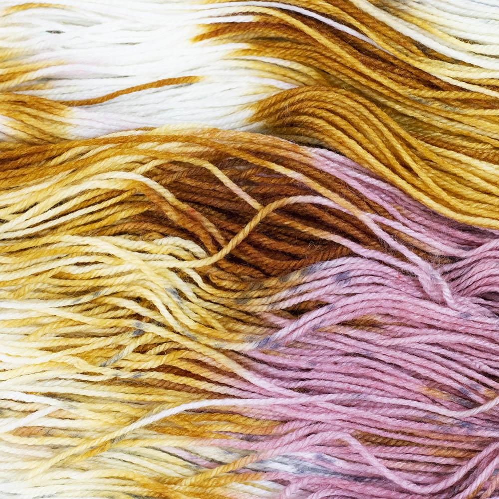Ausgewählte, handgefärbte Garne